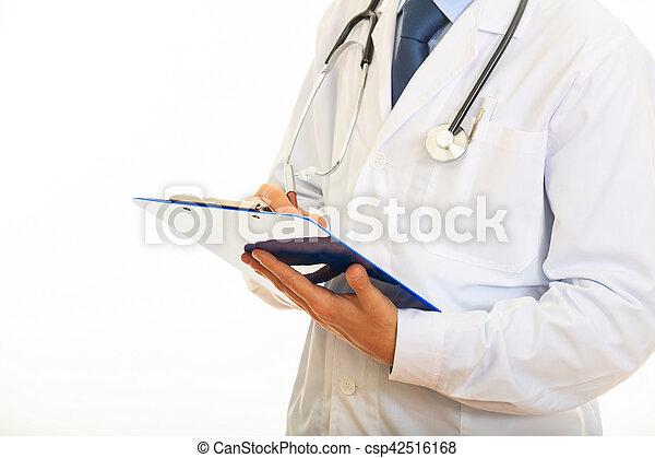 Doctor sosteniendo un portapapeles en fondo blanco - csp42516168