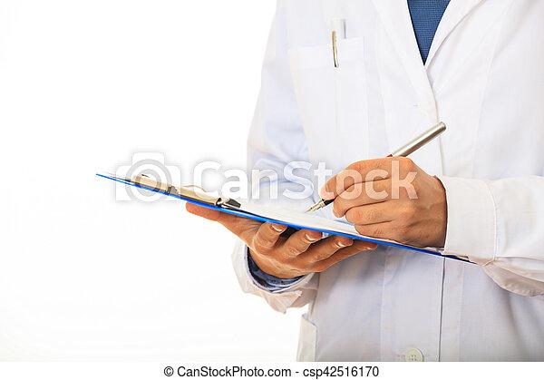 Doctor sosteniendo un portapapeles en fondo blanco - csp42516170