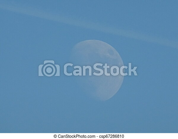 blauer himmel, mond - csp67286810