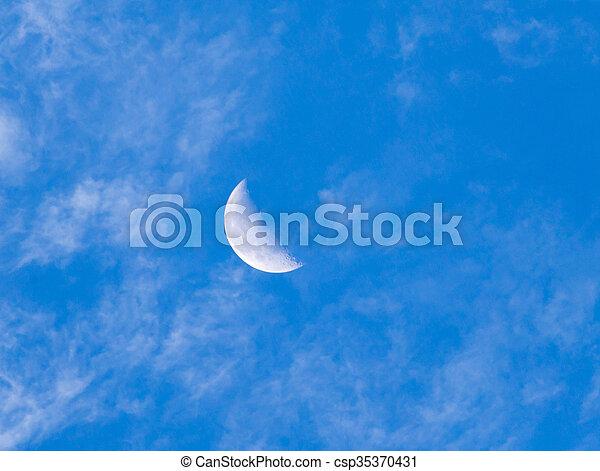 blauer himmel, mond - csp35370431