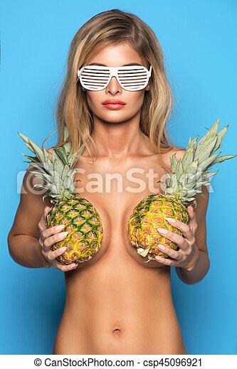 blaues, frau, sie, decke, junger, nur, posierend, brust, hintergrund, ananas, sexy, lächeln glücklich, brille - csp45096921
