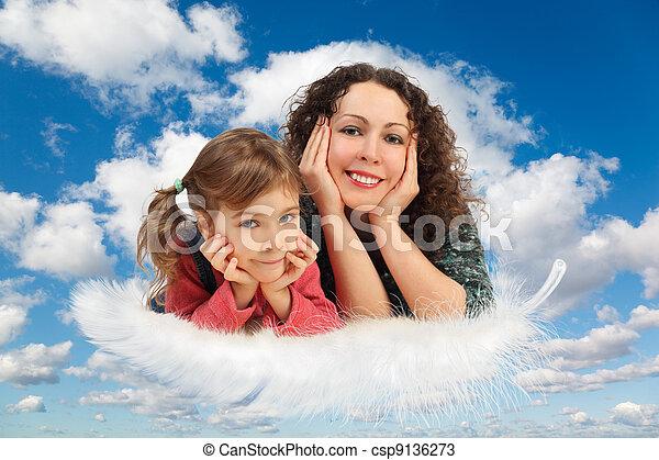 blaues, töchterchen, collage, flaumig, weißes, himmelsgewölbe, mutter, wolkenhimmel, feder - csp9136273