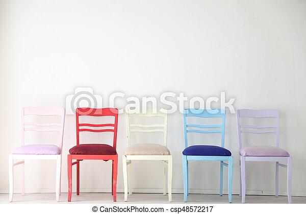 Blaues Zimmer Bunte Stuhle Gelber Lila Weiss Rot Blaues