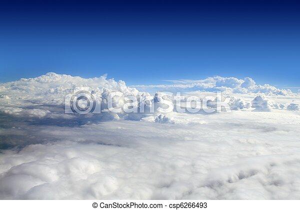 blauwe , wolken, hemel, hoog, vliegtuig, aanzicht - csp6266493