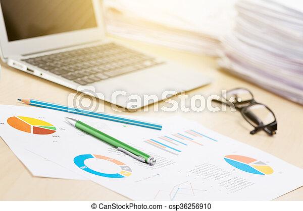 bleistifte, arbeitsplatz, berichte, buero, laptop - csp36256910