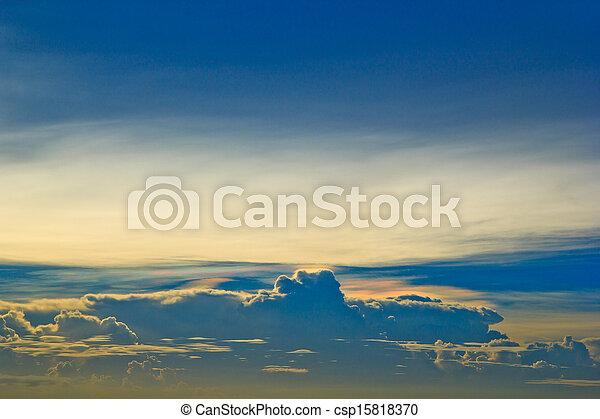 bleu, arrière-plans, nuages, ciel coucher soleil - csp15818370