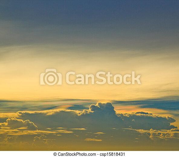 bleu, arrière-plans, nuages, ciel coucher soleil - csp15818431