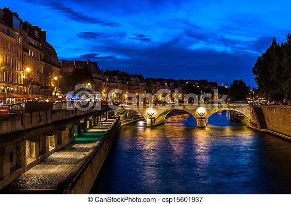 blisko wody, paryż, miasto, francja - csp15601937
