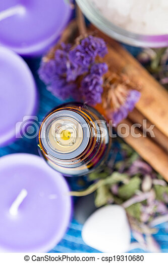 bloemen, essentiële olie, lavendel - csp19310680