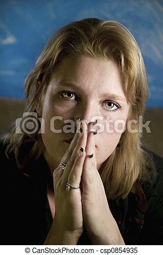 blond, femme, mains pliées - csp0854935