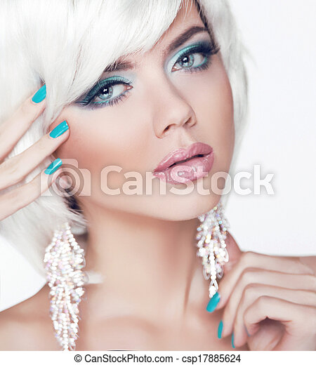 Blond girl. Jewelry. Makeup. Fashion Beauty Woman Portrait with White Short Hair. Manicured nails. - csp17885624