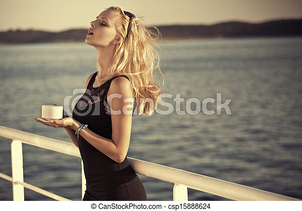 blond, lunettes soleil, girl, sensuelles - csp15888624