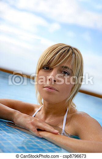 Blond woman in a swimming-pool - csp8796673