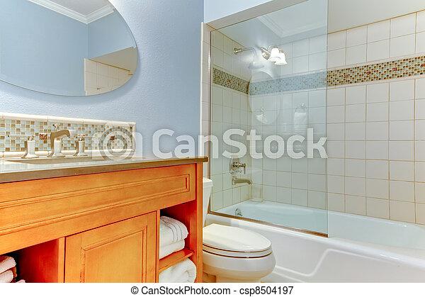 Blu bagno vetro. asciugamani vasca bianco. blu bagno bathtub