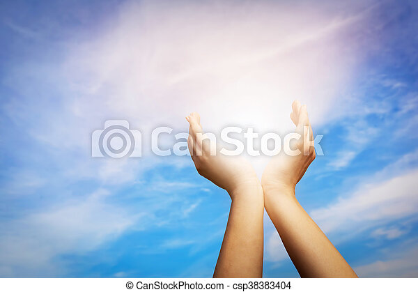 blu, elevato, concetto, sky., sole, energia, mani, presa, spiritualità, wellbeing, positivo - csp38383404