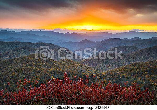 blue hegy, éc, hegygerinc, appalachian, rendeltetési hely, szünidő, ősz, napnyugta, western, színpadi, parkosított széles főközlekedési út, táj - csp12426967