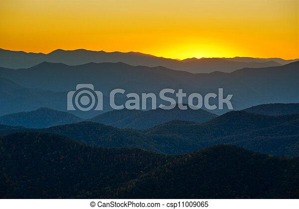blue hegy, hegygerinc, réteg, appalachian, napnyugta, western, barázdálni, színpadi, észak, parkosított széles főközlekedési út, táj, carolina - csp11009065