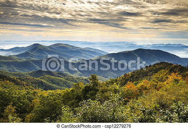 blue hegy, hegygerinc, színpadi, nemzeti, éc, liget, ősz, asheville, napkelte, western, észak, parkosított széles főközlekedési út, táj, carolina - csp12279276