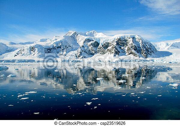 Blue ocean in antarctica - csp23519626