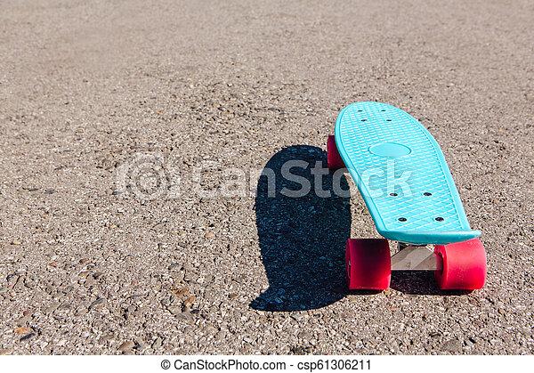Wonderbaar Blue plastic skateboard penny board with pink wheels. Blue plastic HL-58