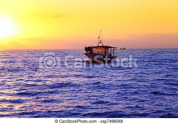blue sea sunrise with sun in horizon - csp7496068