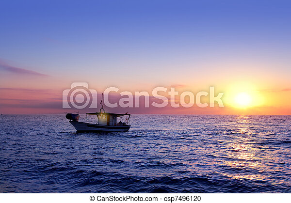 blue sea sunrise with sun in horizon - csp7496120