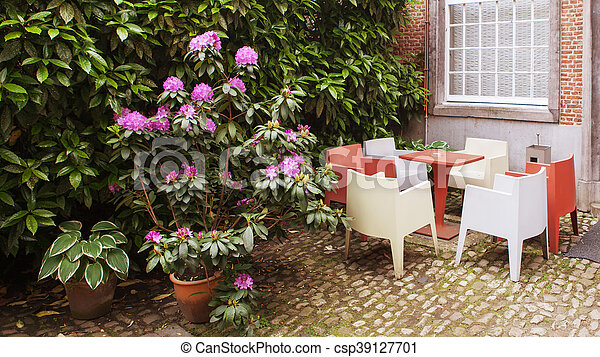 blumen caf cozy b ume terrasse sch ne antwerpen stockfotografie suche bilder und. Black Bedroom Furniture Sets. Home Design Ideas