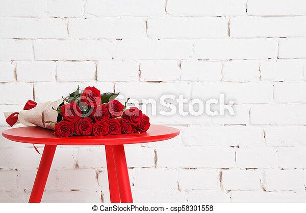 blumengebinde, groß, rote rosen - csp58301558