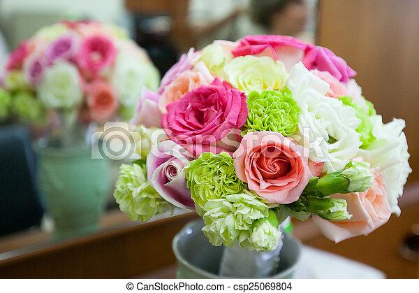 blumengebinde, wedding - csp25069804