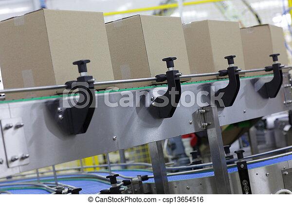 boîtes, tapis roulant - csp13654516