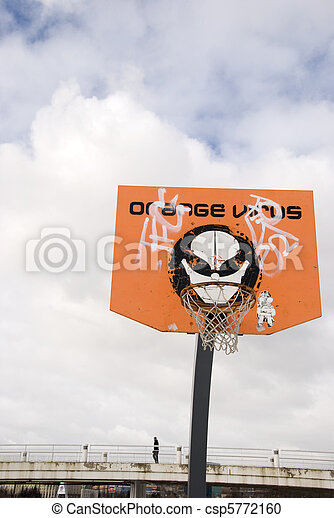 Una tabla de baloncesto. Torneo de virus naranja. - csp5772160