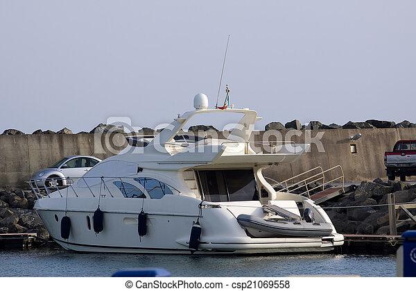 boat - csp21069558