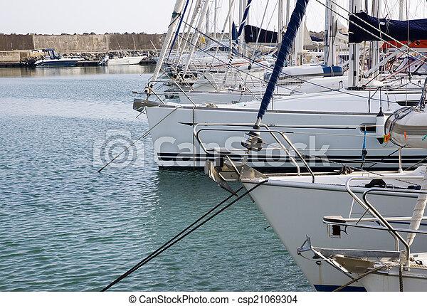boat - csp21069304