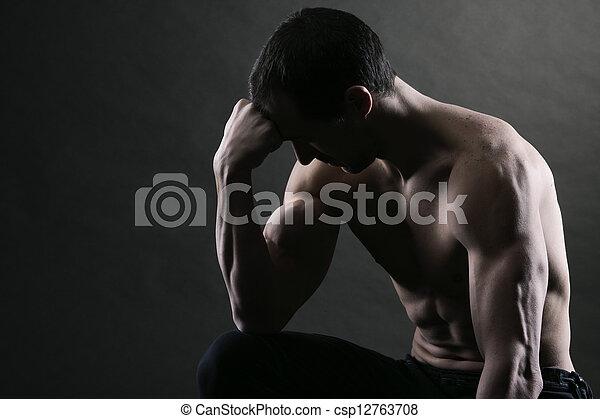 Bodybuilder concentrating - csp12763708