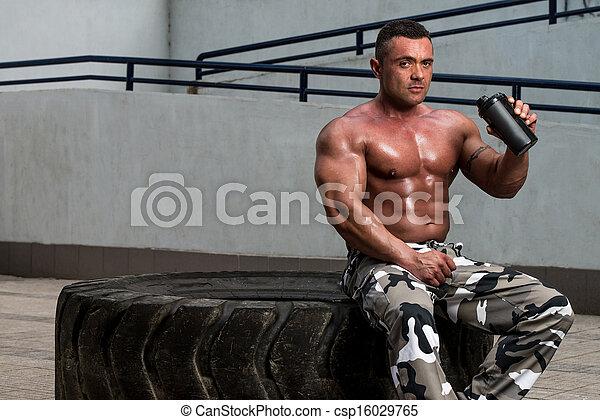 bodybuilder, proteine verwiken - csp16029765