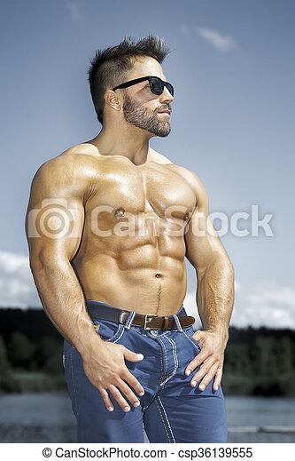 bodybuilding man - csp36139555