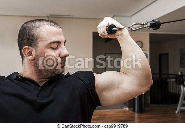 bodybuilding man - csp9919789