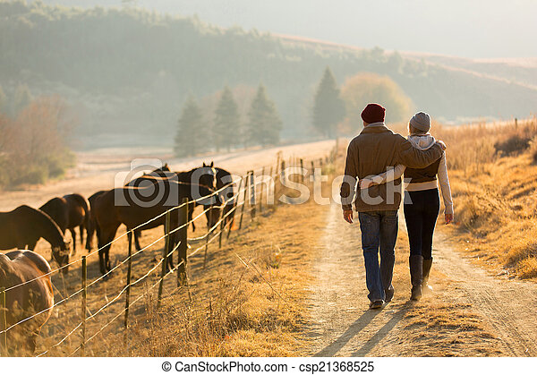 boerderij, wandelende, paar, straat, jonge - csp21368525