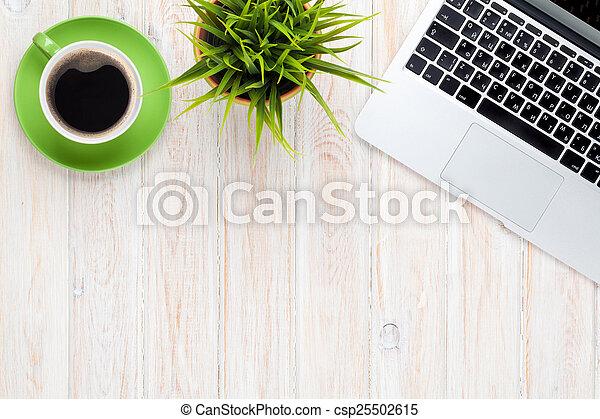 bohnenkaffee, blume, buero, becher, laptop-computer, buero, tisch - csp25502615