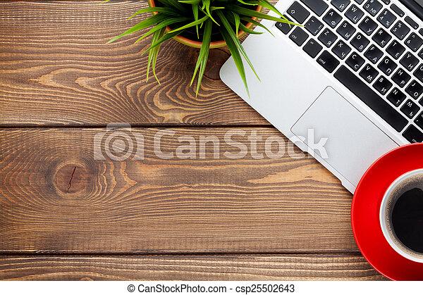 bohnenkaffee, blume, buero, becher, laptop-computer, buero, tisch - csp25502643