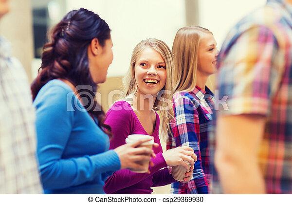 bohnenkaffee, gruppe, studenten, papier, lächeln, tassen - csp29369930
