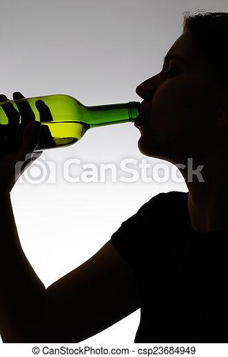 boire, femme, bouteille, alcoolique - csp23684949