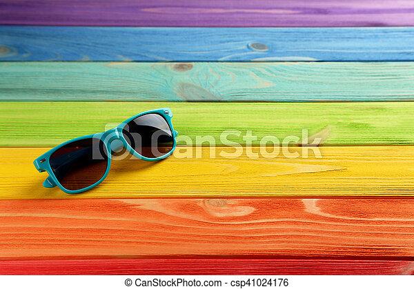 bois, coloful, lunettes soleil, table - csp41024176