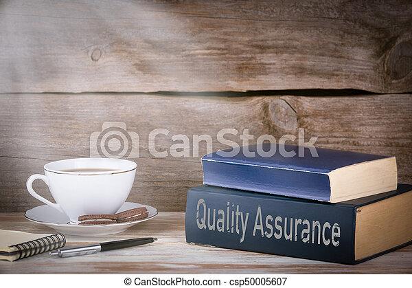 Bois concept livres bureau qualité pile assurance bois