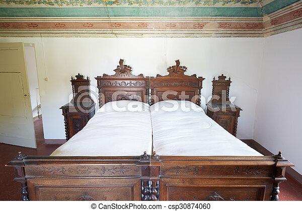 https www canstockphoto fr bois double ancien lit maison 30874060 html