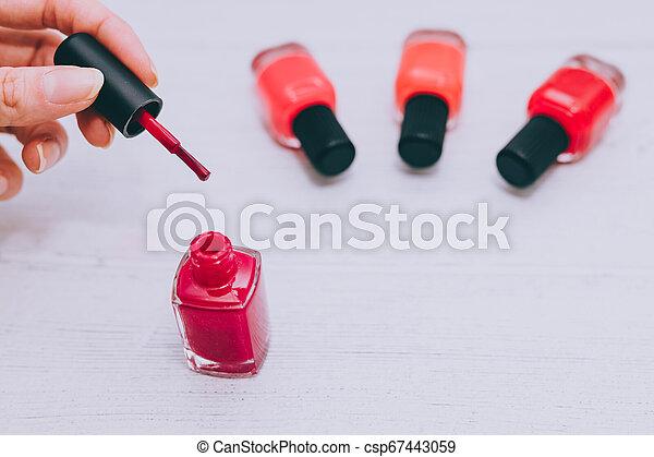 bois, femme, surface, clou, couleurs, autre, bouteille, mains, polonais, rouges - csp67443059