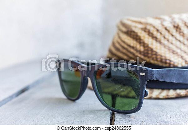 bois, lunettes soleil - csp24862555