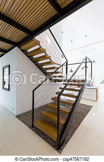 Bois, moderne, escalier. Minimaliste, plafond, escalier, bois ...