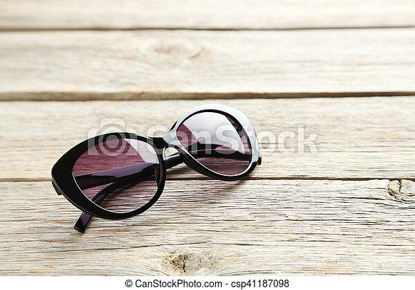 bois, noir, lunettes soleil, gris, table - csp41187098