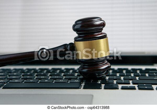 bois, ordinateur portatif, clavier, juge, blanc, marteau - csp64313988